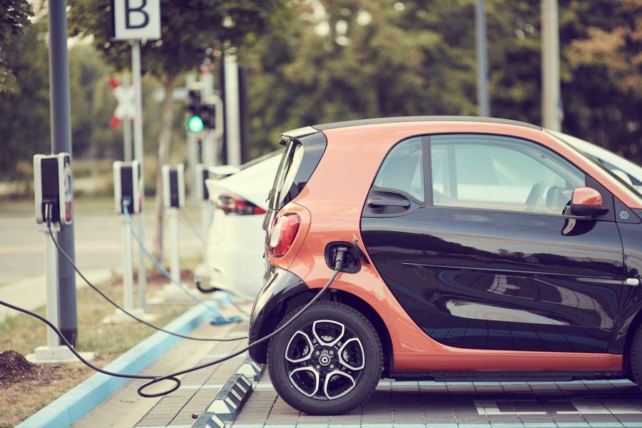 het opladen van een elektrische auto